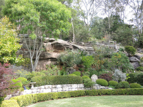 Sandstone escarpment at Joan Zande garden